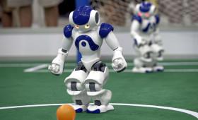Robot leert lopen zonder vallen en opstaan